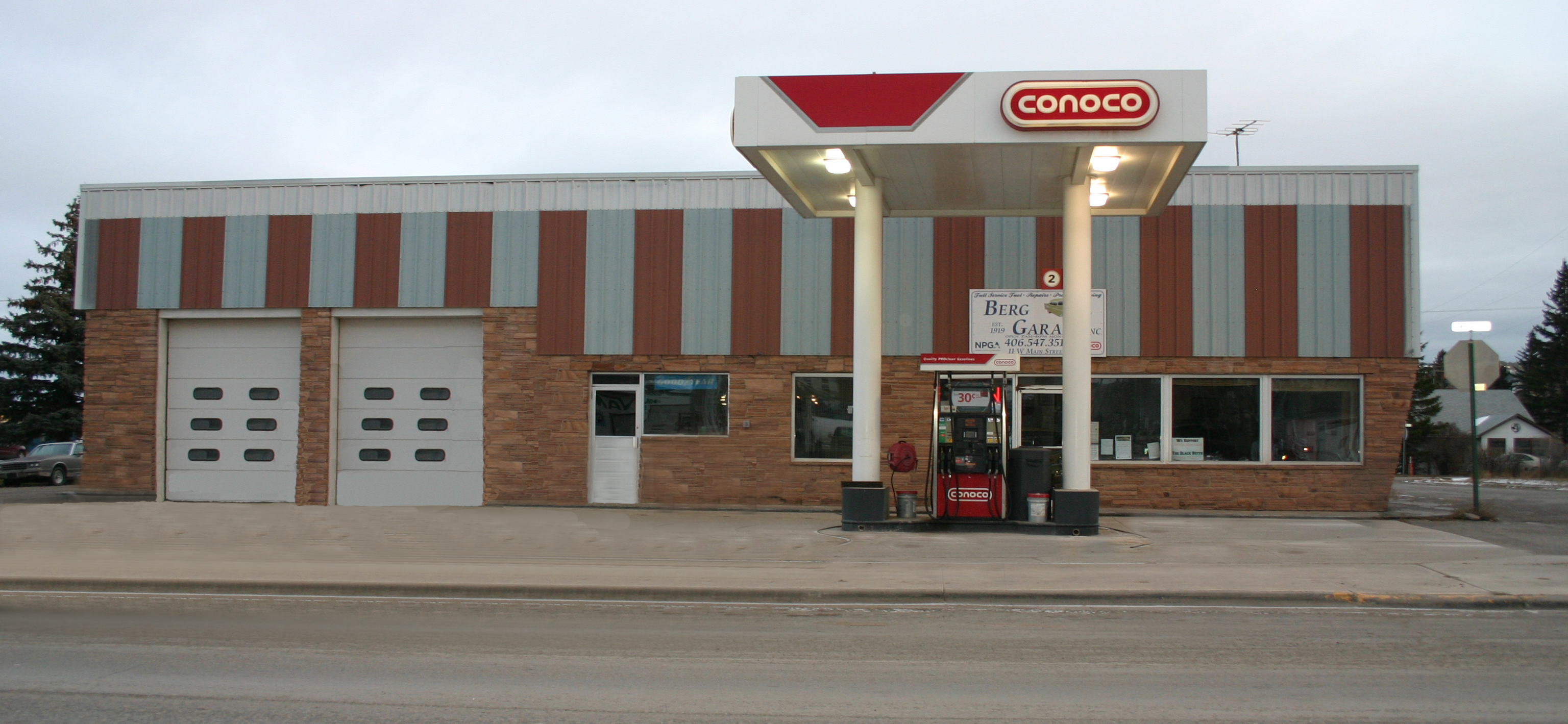 Conoco gas and service station storefront